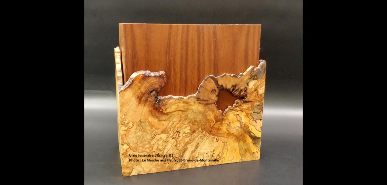 Urne en érable faite à la main - lignes courbes et loupe sombre (grande) - 580 $ Modèle L'Éclisse 01