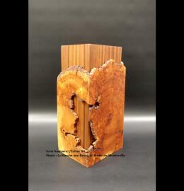 Urne en cerisier faite à la main - toute en hauteur aux nuances ocre (grande) - Modèle L'Éclisse 04