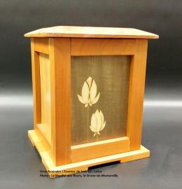 Urne pagode en cerisier - marqueterie Lotus (24 cm x 19 cm) - Modèle EB 01